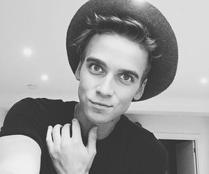 joe sugg, youtuber, and thatcherjoe image