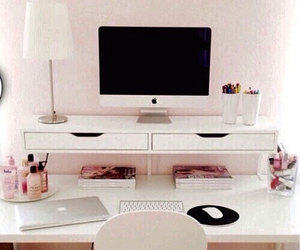 macbook and room image