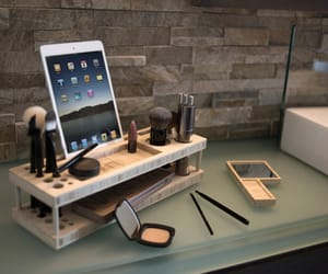 makeup and ipad image
