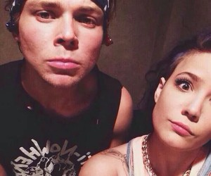 halsey, ashton irwin, and 5sos image
