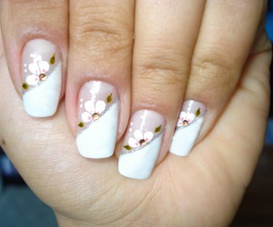 flowers, white, and manicura image