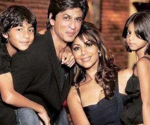 family, shah rukh khan, and aryan khan image
