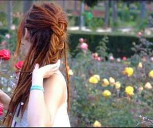 dreadlocks, girl, and flores image
