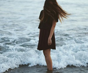 girl, ocean, and hair image