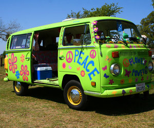 car and hippies image