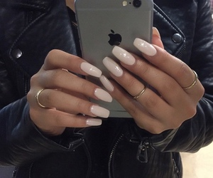 nails and iphone image