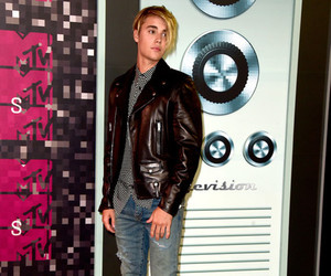 handsome, vmas, and justin bieber image