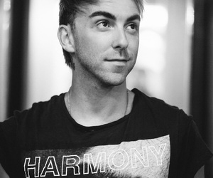 alex gaskarth, all time low, and eyelashes image