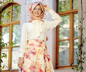 floral, modest, and muslimah fashion image