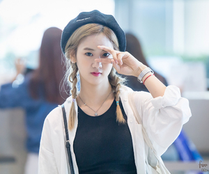 airport, pretty, and dahye image