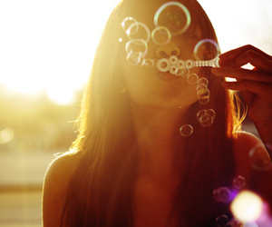 girl, bubbles, and sun image