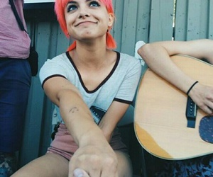nia lovelis and hey violet image