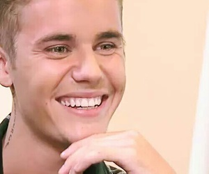 smile and justin bieber image