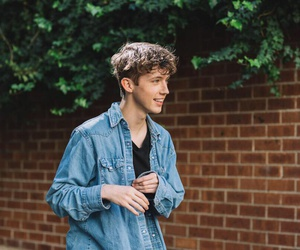 troye sivan, boy, and blue neighbourhood image