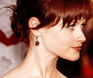 alexis bledel and gilmore girls image
