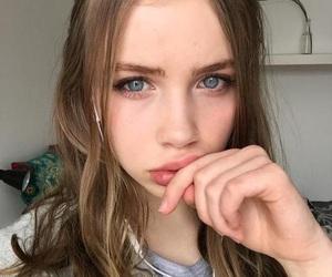 blue eyes, girl, and grunge image