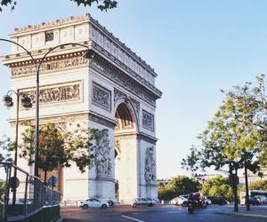 arc de triomphe and paris image