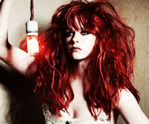 Avril Lavigne and red image