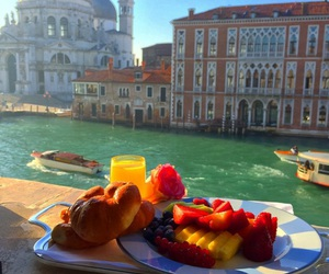 venice and breakfast image
