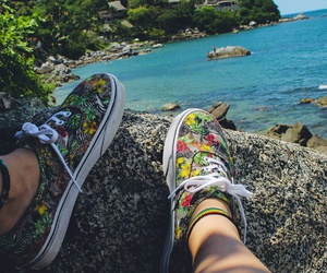 vans and ⓟⓛⓐⓨⓐ image