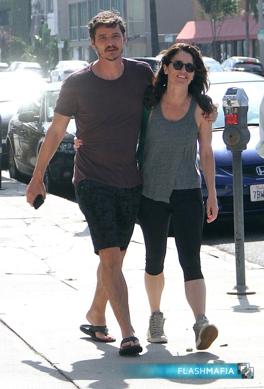 Pedro Pascal and Robin Tunney head for breakfast at Kings