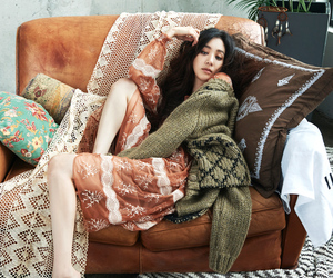 cosmopolitan, fall fashion, and lounging image