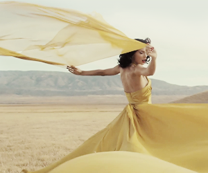 Taylor Swift, yellow, and wildest dreams image