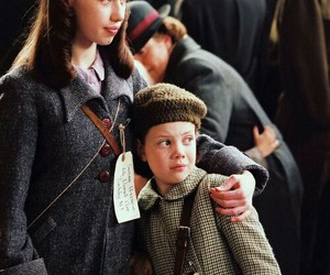 lucy pevensie, narnia, and susan pevensie image