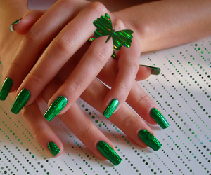 green nails image