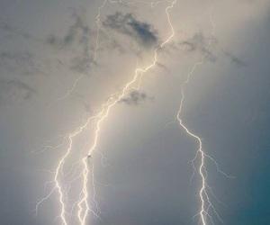 sky, light, and lightning image
