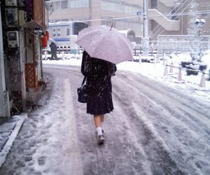 japan, snow, and umbrella image