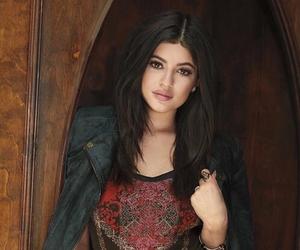 Kendall, kimk, and kardashian image