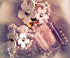 parfume, daisy, and luxury image