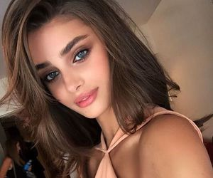 model, kylie jenner, and taylor hill image