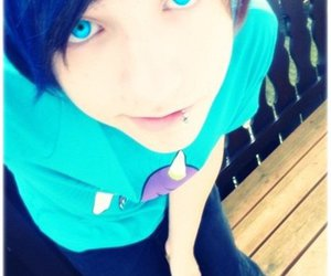 blue eyes and scene boy image