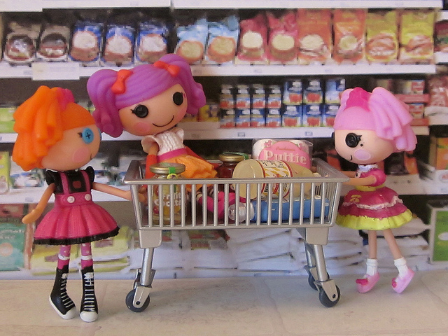 Mini Lalaloopsy Grocery Shopping discovered by Rockia Brown on