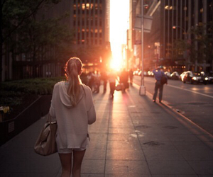 girl, city, and sunset image