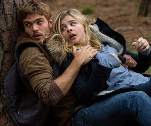 the 5th wave, alex roe, and chloe grace moretz image