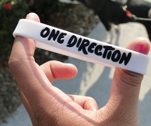 one direction, bracelet, and 1d image