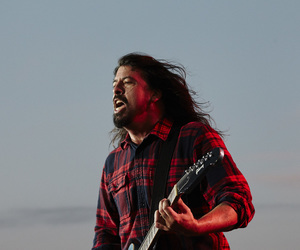 dave grohl, foo fighters, and grunge image