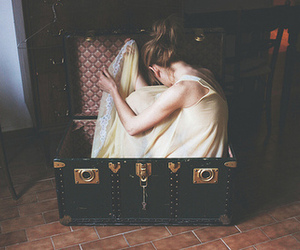 girl, vintage, and suitcase image
