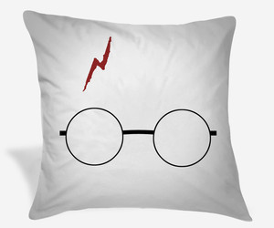 gift, pillow cases, and harry potter image