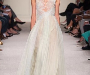 dress, fashion, and Marchesa image