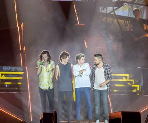 beautiful, one direction, and otra tour image