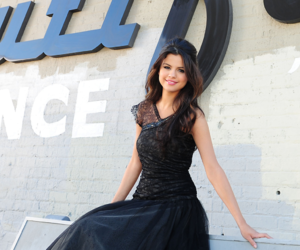 selena gomez and who says image