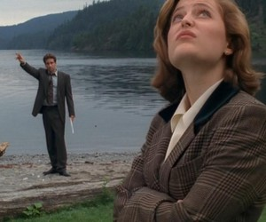 dana scully, fox mulder, and x-files image