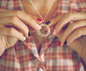necklace and nails image
