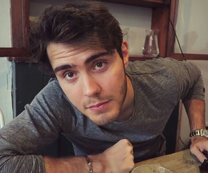 youtube, pointlessblog, and youtuber image