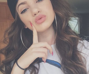 dytto and makeup image