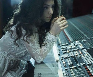 singer and ️lorde image